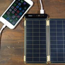 太陽光で充電可能で災害時も安心!スマホに使えるソーラー充電器「Solar Paper」レビュー