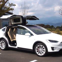 """国内納車間近の「モデルX」に試乗して感じたテスラが提案する""""クルマの未来"""""""