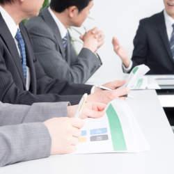 その「常識」は本当に正しい?日本社会に浸透するビジネスマナー・しぐさを検証してみる
