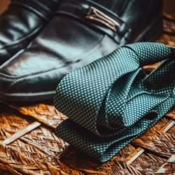 ネクタイがパフォーマンス向上に貢献!シーンで使い分ける正しいネクタイの色選び