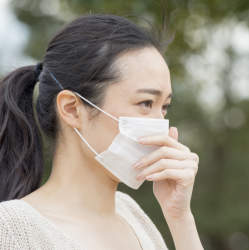 マスク依存者が増加中! お見合い? 竹炭配合? 日本のマスク文化が発展しまくっている