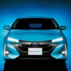 次世代環境車の大本命! 世界初となる大型ソーラーパネル搭載のトヨタ「プリウスPHV」誕生
