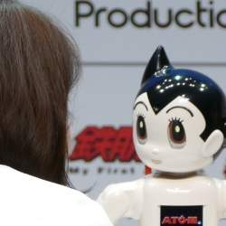 自分の手で鉄腕アトムを組み立てる!コミュニケーションロボット「ATOM」誕生