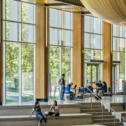 優秀な学生は日本の大学から離れていく:2020年導入テストは「教科別」を廃止?
