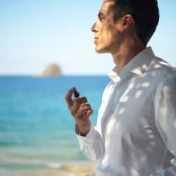 【香水のつけ方】耳の後ろはNG?男性のための香水マニュアル