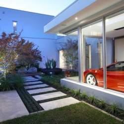 【Houzz】車好きなら当たり前? 愛車を眺める室内ガレージ11選