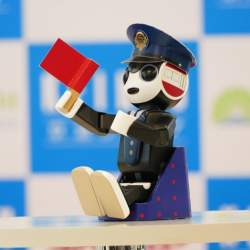 ロボホンが日本を案内するよ! 羽田空港国際線ターミナルで4月からロボットレンタルサービス始動へ