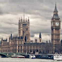 テロ対策を推進するロンドンでテロ事件:国会議事堂前の襲撃で3人死亡、約40人負傷