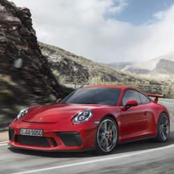 まるで公道を走るレーシングカー! ポルシェの新型「911 GT3」はモンスターマシンだった!!