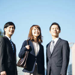 KDDI、ソフトバンク、NTT…日本のITを牽引する3社の入社式あいさつ