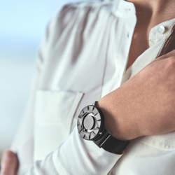 """""""時間を見る""""という固定概念を捨てる。EONEの新作腕時計「BRADLEY ELEMENT」"""