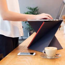畳んでひねるだけの「LEVIT8」:スタンディングデスクで健康的なビジネスパーソンへ