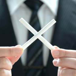 厚労省vs自民党に小池都知事も参戦?「受動喫煙防止条例」の遷移