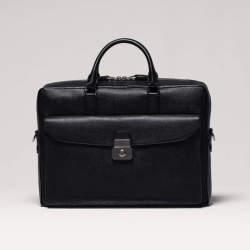 ダンヒルのビジネスバッグは、絶対の安心と信頼で男を次のステージへと導く