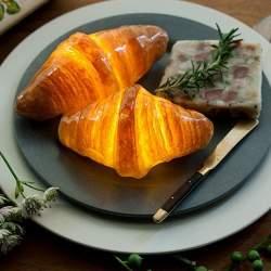 楽しくて美しいインテリアライト、それは本物のパンを使った「パンプシェード」でした。