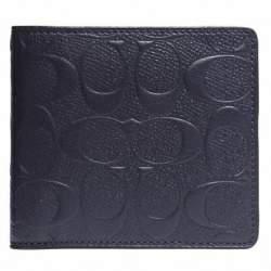 丈夫でハイセンス。永く愛せるCOACHの二つ折り財布