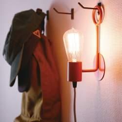 オトコの部屋に穏やかな時間を創造する、センスのいい間接照明