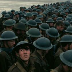 本物の戦闘機がドッグファイトし、本物の駆逐艦が海に浮かぶ!映画「ダンケルク」の半端ない臨場感!