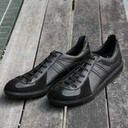 「今日の靴どれにしよう?」コーデの悩みを解決する大人の万能アイテム ・黒スニーカー