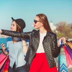 【Travel Tips】海外のショッピングで使う/聞く定番英語フレーズ!(ファッション編)