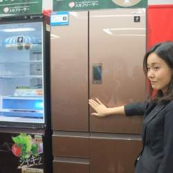 シャープの最新プラズマクラスター冷蔵庫はワンプッシュで開きます!