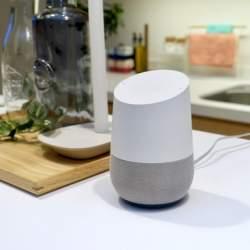 西田宗千佳のトレンドノート:Google Home、ついに日本登場。ライバルとどう違う?