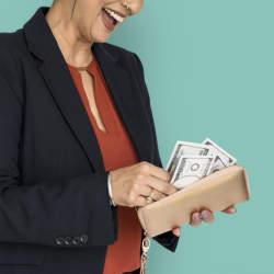 """「幸せはお金で買えない」は間違っていた!心理学者が""""人を幸せにする出費""""の正体を明らかに"""