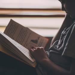 """【書き起こし】Microsoft創業者ビル・ゲイツの読書方法。""""成功者""""による読書の極意!"""