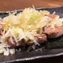 高円寺、アルコールコール。レバテキと鶏たたきとハートフルな接客が楽しい店「出陣」