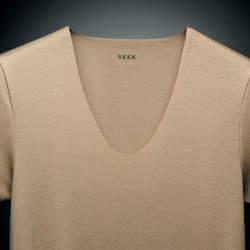 「見えない、だからキマる。」SEEKのアンダーウェアを着ると、なぜスーツ姿がキマるのか?