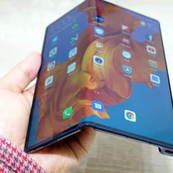 石野純也のモバイル活用術:ファーウェイが折りたたみ型スマホ「Mate X」を発表。「Galaxy Fold」との違いとは