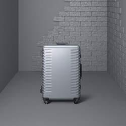 出張の相棒に。ワンタッチで止まる&開けられる国産スーツケースが登場