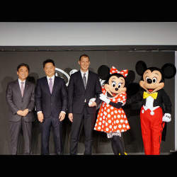 石野純也のモバイル活用術:ドコモとディズニーがタッグを組む狙いとは