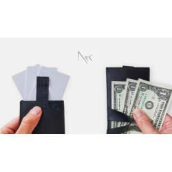 ミニマリストのためのお財布。お札、コイン、カードが入って超薄型の二つ折り財布「Arc Clipfold」