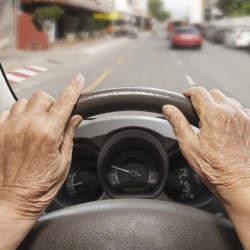 「衝突防止安全装置・モービルアイ」、高齢ドライバーの運転習慣を劇的に改善し、追突事故ゼロを実現