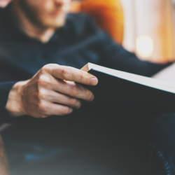 社会人の45%が全く読書をしていない?読書より動画が面白いと感じる人が多いとの調査結果