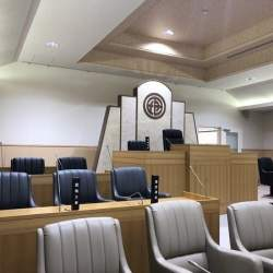 町議会の雰囲気そのまま!沖縄・宮古島市のコワーキング施設が話題、経緯を聞く