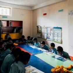アールイズ・ウエディング、ネパールの学校に図書館を設置
