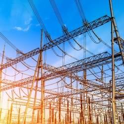 アイチューザーと吹田市が「環境に配慮する電気事業者の電気を市民に提供する事業」で連携 年1万円電気代節約も