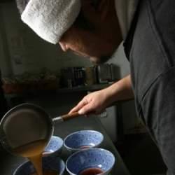 ラーメン店の事業承継マッチングサイト「バトンタッチ」が登場 六厘舎・大つけ麺博の運営会社が協力