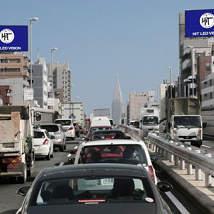 ヒットとジーニーが大型屋外ビジョン配信で業務提携 「プログラマティックOOH広告」首都高速で開始