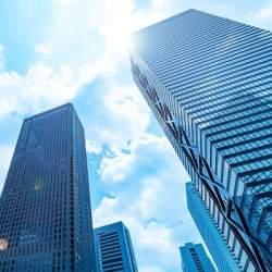 東京のド真ん中で「宿泊体験式防災訓練」 高層ビルが並ぶオフィス街で身を守れ