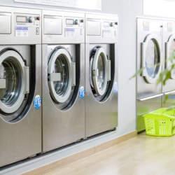 業界初「還元型コインランドリー」が登場 1回の洗濯で1円を寄付