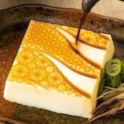 日本人の減塩に容器で貢献、東洋製罐グループが自然に減塩できる豆腐容器「ソルトーフカップ」を発表