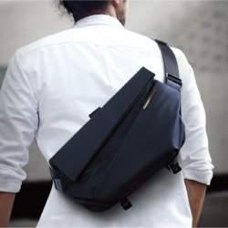 オン/オフ両方使える!コンパクトなのに12インチタブレットも入る収納力抜群のスリングバッグが登場