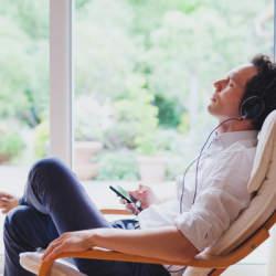 仕事術・資産運用・SNSマーケティングなど、ベストセラー書籍がオーディオブック化