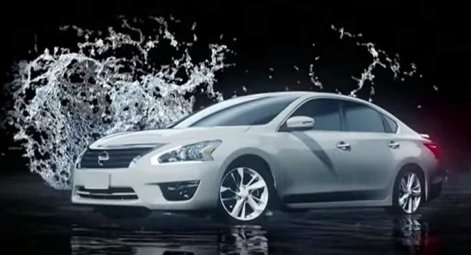 車が水の上を駆け抜ける!日産が作った「水上プロジェクションマッピング」が海外で話題に 1番目の画像