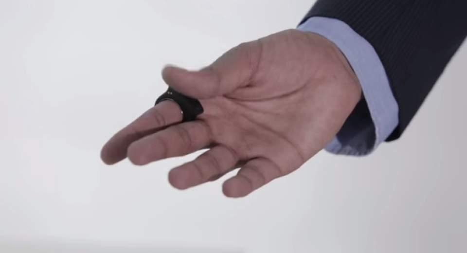家電やモニターが自由自在。よりシンプルな動きを実現した指輪型ウェアラブルデバイス「Nod」 7番目の画像