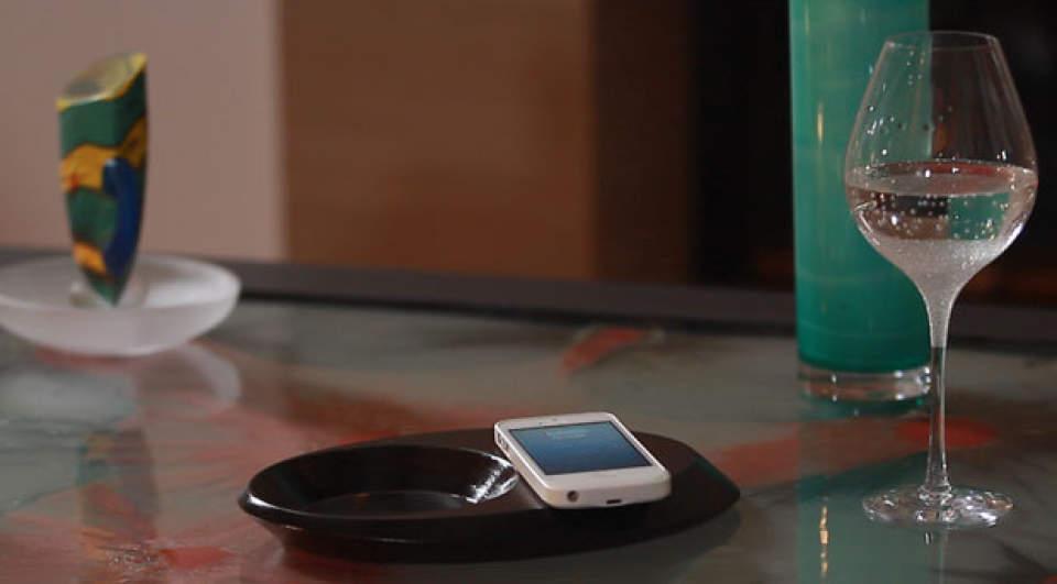これは家具ですか?いいえ充電器です。ワイヤレス充電器「Pond」がスタイリッシュ過ぎる 4番目の画像