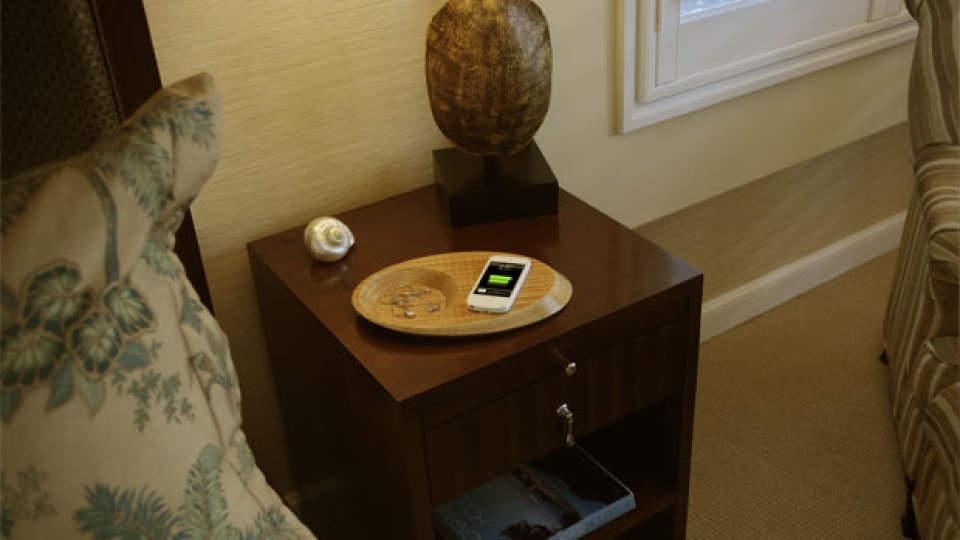 これは家具ですか?いいえ充電器です。ワイヤレス充電器「Pond」がスタイリッシュ過ぎる 1番目の画像